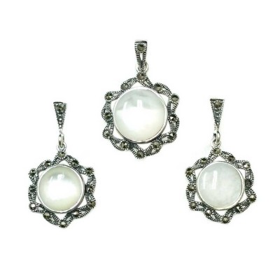 Marcasite Set Round Mother of Pearl with Marcasite Around Form Flower